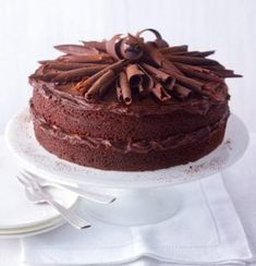 A classic Mary Berry sponge recipe – a chocolate and orange cake. It's very easy – you can make it in a food processor in minutes. Chocolate Custard, Best Chocolate, Chocolate Recipes, Mary Berry Chocolate Cake, Chocolate Bark, Mary Berry Desserts, Mary Berry Baking, Chocolate Sponge Cake, Chocolate Muffins