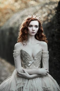 Are You A Princess Or A Queen? Are you a carefree princess or a powerful queen? Let's reveal your inner royal personality! Fantasy Photography, Fashion Photography, Wedding Photography, Look Gatsby, Poses Modelo, Looks Party, Style Feminin, Fairytale Fashion, Redheads