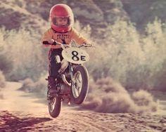 young dirt bike rider to cute Vintage Motocross, Vintage Motorcycles, Cars Motorcycles, Valentino Rossi, Motocross Maschinen, Motorcycle Baby, Enduro Motorcycle, Baby Bike, Kids Atv