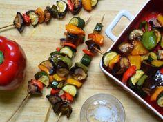 Brochettes de légumes marinés - Recette de cuisine Marmiton : une recette