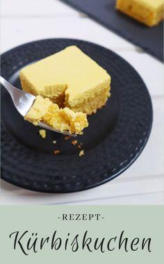 Rezept für einen saftigen Kürbiskuchen aus dem Hokkaido - Herbstkuchen Good Food, Yummy Food, Healthy Cake, Pumpkin Dessert, Cornbread, Food Inspiration, Easy Peasy, Plates, Snacks