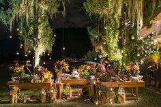 Julia Temke e Alexandre Franceschi tiveram um casamento no Rio de Janeiro com decoração assinada por Patricia Vaks. A noiva usou vestido Maria Mendes.