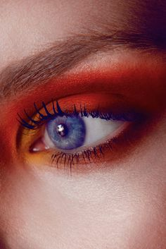 sunset eyeshadow with blue mascara