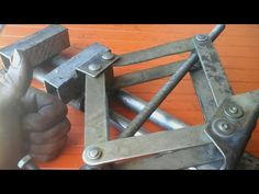 outils faits maison _ Étau pour perceuse - YouTube Metal Bending Tools, Metal Tools, Metal Art, Metal Projects, Welding Projects, Cool Tools, Diy Tools, Windmill Water Pump, Mechanic Garage