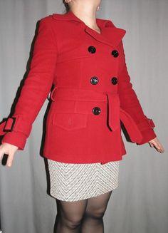 A vendre sur #vintedfrance ! http://www.vinted.fr/mode-femmes/manteaux-dhiver/19841694-manteau-en-laine-rouge-boutons-noir