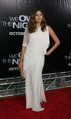Eva Mendes wearing Valentino Resort 2008 Draped Embroidered Shoulder White Gown.