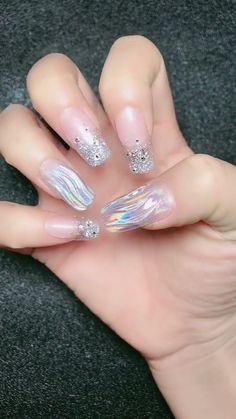 Nowadays, nail art has become very popular. Every girl wants unique and elegant nails that grab everyone's attention. Nail designs are a perfect way to express Love Nails, Red Nails, Pretty Nails, Hair And Nails, Nail Art Designs Videos, Nail Art Videos, Nail Designs, Elegant Nails, Stylish Nails