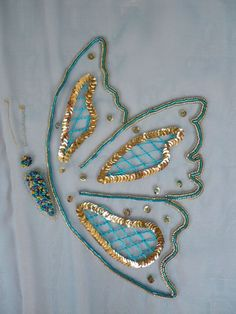 No tuto. Look at the pins belo Bead Embroidery Tutorial, Bead Embroidery Patterns, Hand Embroidery Flowers, Embroidery Suits Design, Hand Work Embroidery, Creative Embroidery, Bead Embroidery Jewelry, Hand Embroidery Stitches, Silk Ribbon Embroidery