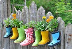 Kinder Regenstiefel-Ideen bunte Pflanzgefäße-zum Aufhängen-Gartenzaun