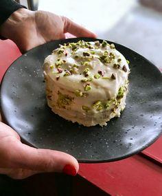 τούρτα χαλβά νηστίσιμη - κομψή γεύση & vegan - Pandespani.com Pudding, Breakfast, Cake, Sweet, Desserts, Food, Morning Coffee, Candy, Tailgate Desserts