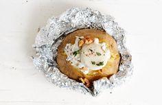 Gepofte aardappel met crème fraîche en geitenkaas