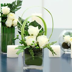 "13""H White Roses Arrangment – EUR € 41.24"