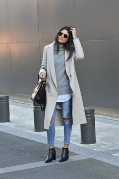 Federica L. creates a casual style here, wearing a pair of heavily distressed denim jeans with an oversized printed blouse and a gorgeous cashmere sweater. Outfit: Zara.
