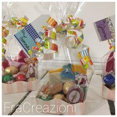 Ciao a tutti!  spero abbiate passato una buona Pasqua...  quelli di oggi fanno sempre parte dei piccoli pensierini pasquali di quest'anno e sono per i 3 bimbi dei miei vicini di casa.  Ho confezionato gli ovetti e le caramelle in 3 mini vassoi...   #cestini #cioccolato #feltro #ovetti #pasqua #tag #uccellino #scrapbooking Tag, Gift Wrapping, Gifts, Mini, Feltro, Gift Wrapping Paper, Presents, Wrapping Gifts, Favors
