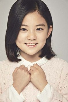Heo Jung-eun, also known as the genius kid actress, is starring in the tvN drama 'Mr. She takes role as the younger version of Kim Tae-ri. Korean Entertainment News, Thai Drama, Kid Character, Kdrama, Sunshine, Actresses, Stars, Portrait, Kids