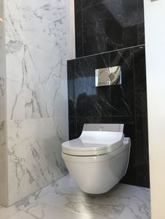 A collection of stunning modern farmhouse bathroom some ideas Bathroom Design Luxury, Bathroom Tile Designs, Bathroom Layout, Modern Bathroom Design, Modern Toilet Design, Toilet Tiles Design, Small Toilet Design, Small Toilet Room, Small Bathroom