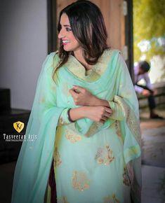 Alexandra Daddario, Love Poems, Punjabi Suits, Girl Pictures, Kimono Top, Chiffon, Sari, Clothes For Women, Outfits