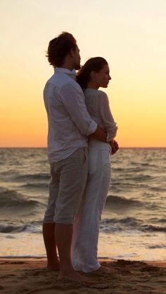 The perfect Amor Love Ocean Animated GIF for your conversation. Discover and Share the best GIFs on Tenor. Romantic Gif, Romantic Moments, Romantic Couples, Sweet Night, Gif Animé, Animated Gif, Animation, Gif Pictures, Couples In Love