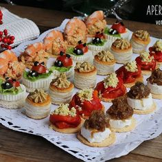 Pisco Sour, Christmas Party Food, Party Finger Foods, Chicken Salad Recipes, Dessert Recipes, Desserts, Appetizers For Party, Catering, Food And Drink