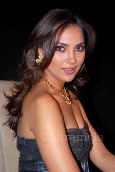 Lara dutta sexy boobs