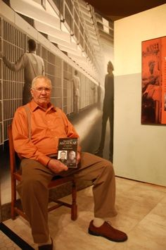Luke, former inmate of Alcatraz Penitentiary at exhibition opening Abandoned Prisons, Abandoned Places, U.s. States, United States, Prison Inmates, Prison Cell, Federal Prison, California Ca, Local Attractions