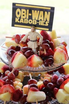 Obi-Wan Kabob-ies! LOVE these fun Star Wars party ideas!