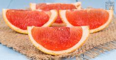 Es sabido que el fruto del pomelo es rico en vitamina C y B y que por sus sus propiedades es recomendable en nuestras dietas. Pero, ¿sabías que sus pepitas encierran un secreto importantísimo? Hoy en #YoMeCuidoyQué os contamos más acerca de los beneficios que se esconden trás las semillas del pomelo