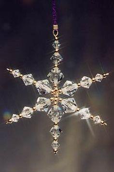 Easy Christmas Ornaments, Snowflake Ornaments, Christmas Snowflakes, Beaded Ornaments, Christmas Jewelry, Handmade Christmas, Diy Ornaments, Arte Shabby Chic, Xmas Decorations