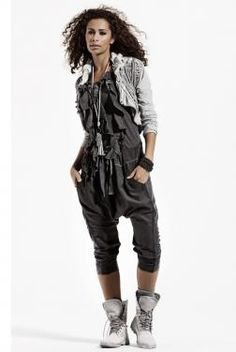 Fashion for Raw and Sophisticated Women Kinds Of Clothes, Parachute Pants, Harem Pants, Style Me, Personal Style, Fashion Beauty, Lifestyle, How To Wear, Super