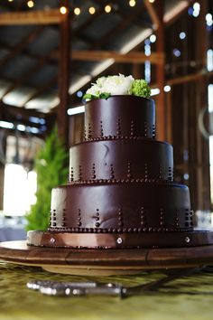 If there's ever an occasion that calls for chocolate, it has to be a wedding.  Especially when it looks like this...