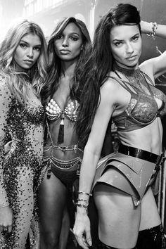 Stella, Jasmine & Adriana, Victoria's Secret Fashion Show, Paris 2016 Fashion Show 2016, Look Fashion, Runway Fashion, Fashion Models, Fashion Beauty, Victorias Secret Models, Victoria Secret Fashion Show, Jasmine Tookes, Outfits