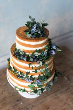 Naked cake for a winter wedding | Brandwold Photography