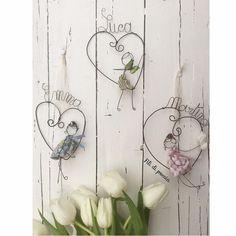236 Likes, 16 Comments - Daniela Corti Crafts To Sell, Easy Crafts, Diy And Crafts, Arts And Crafts, Wire Crafts, Paper Crafts, Sculptures Sur Fil, Wire Coat Hangers, Decoration Originale