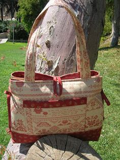 Bow Tucks Tote Using Moda Blackbird Designs fabric - A Sampler of Stitches blog