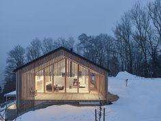 Haus am Eulenwald Timber Architecture, Sustainable Architecture, Residential Architecture, Architecture Design, Pavilion Architecture, Japanese Architecture, Contemporary Architecture, Chalet Design, Bar Design