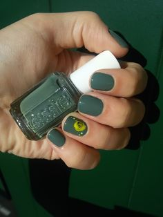 CHIKI88...  my passion for nails!: The nails of the week: militar green and neon!