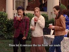 """21 Truths """"Gilmore Girls"""" Taught You About Friendship"""