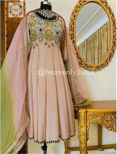 Designer Party Wear Dresses, Kurti Designs Party Wear, Designer Wear, Dress Indian Style, Indian Fashion Dresses, Indian Gowns, Embroidery Suits Design, Embroidery Fashion, Bridal Suits Punjabi