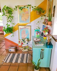 hippie home decor Lilly Ortiz on Instag - Bedroom Decor, Wall Decor, Wall Murals Bedroom, Aesthetic Room Decor, Retro Home Decor, Home Decor Inspiration, Decor Ideas, House Colors, House Design