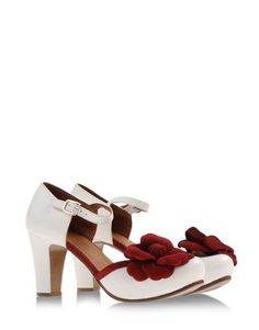 Chi Mihara Forties Flower Pumps