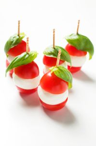 Canapes: tomato mozarella cheese and fresh basil or could replace mozzarella with boccocini cheese Party Canapes, Wedding Canapes, Snacks Für Party, Canapes Ideas, Wedding Appetizers, Food Buffet, Appetisers, High Tea, Finger Foods