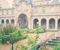 photo by Michele Ranard #interiorquietude #hellolovely #hellolovelystudio #Paris #Carnavalet #gardens #pastels