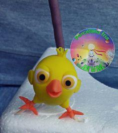 Las canciones de la granja de Zenon....Adorno para torta en porcelana fria! Souvenirs y mas!!! Pollito Pio!!!  Porcelana Fria MVM Anton, Holidays And Events, Tweety, Birthday Parties, Party, Character, Cold Porcelain, Animal Cakes, Barnyard Cake