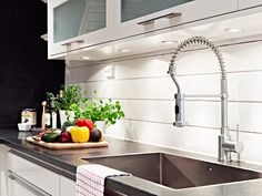 Lautaseinä, välitila Sink, House, Inspiration, Home Decor, Homes, Sink Tops, Biblical Inspiration, Vessel Sink, Decoration Home
