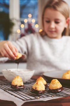 SAFFRANSTOPPAR AV KOKOS A Food, Bread, Christmas, Holidays, Xmas, Holidays Events, Brot, Holiday, Navidad