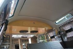 Kombi Interior Kombi, Diy Workshop, Camper Ideas, Vw Camper, Interiors