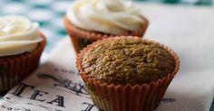 Fabulosa receta para Cupcakes integrales de zanahoria, nueces y canela. Estos cupcakes son bajos en calorías, ya que los ingredientes en su mayoría no contienen grandes cantidades de grasa y/o carbohidratos. Son ideales para toda la familia, y especiales para aquellas personas que quieran mantener la línea. Deliciosos y fáciles de hacer. ¡A empezar!
