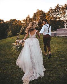 82 Stylish Groom Attire For Bohemian Wedding - 82 Stylish Groom Attire For Bohemian Wedding Wedding Goals, Wedding Pics, Wedding Couples, Boho Wedding, Dream Wedding, Wedding Day, Wedding Dresses, Wedding Shot, Wedding Ceremony
