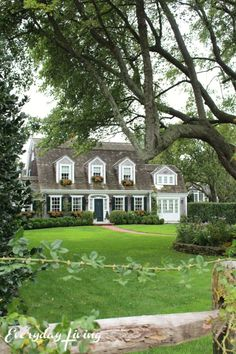 New England States, New England Homes, Exterior Colors, Exterior Design, Colonial Exterior, Cottage Exterior, Dutch Colonial, Historic Homes, Curb Appeal