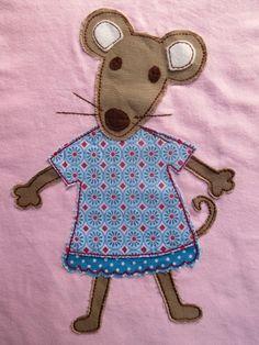 Ein Mäuseshirt für die Schnullerbacke. Am schwierigsten war die untere Rüschenkante. War ganz schön fummelig, es sollten ja schöne kleine Ru...